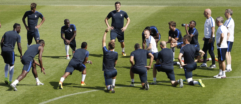 A seleção francesa durante treinamento em Clairefontaine