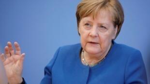 Merkel afirma que 70% dos alemães podem contrair o coronavírus.