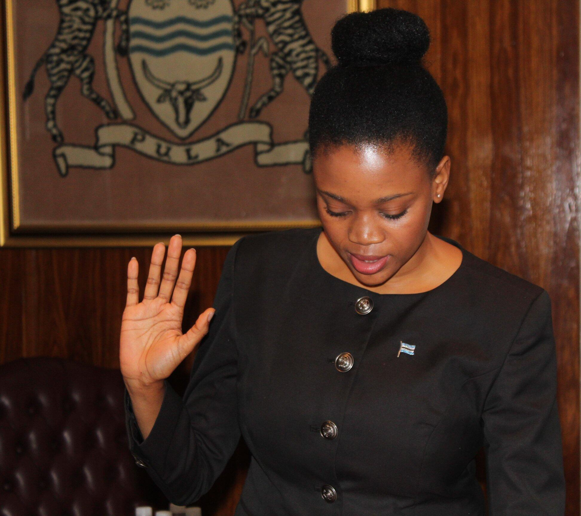 Kenewendo taking the oath of office on 5 April 2018.