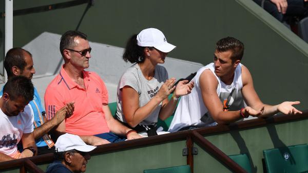La famillle Mladenovic, en tribunes, lors d'un match de Kristina, à Roland-Garros.