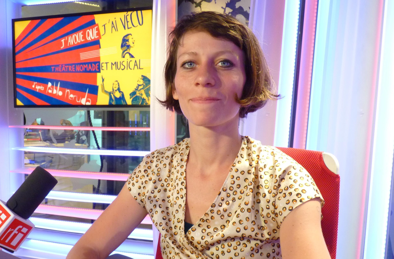 Victoria Delarozière en los estudios de RFI