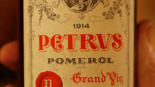 La familia Moueix, propietaria del célebre viñedo Petrus en Pomerol, en el suroeste de Francia, cedió el 20% del capital al colombiano Alejandro Santo Domingo.