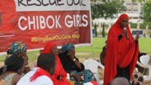 wanaharakati mjini Abuja, Nigeria wakiandamana ili kukuishinikiza serikali kuhakikisha wamewarejesha Nigeria wasichana 276 waliotekwa nyara na Boko Haram mwaka 2014.