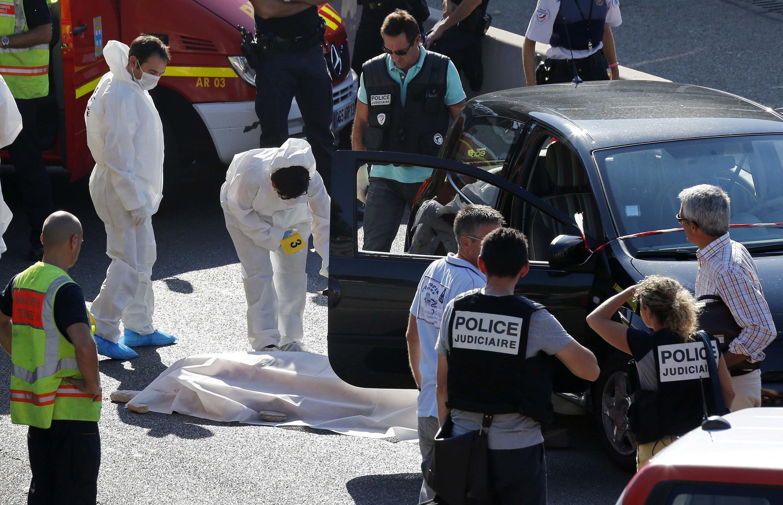 Полиция Марселя работает на месте убийства , 5 сентября 2013 года