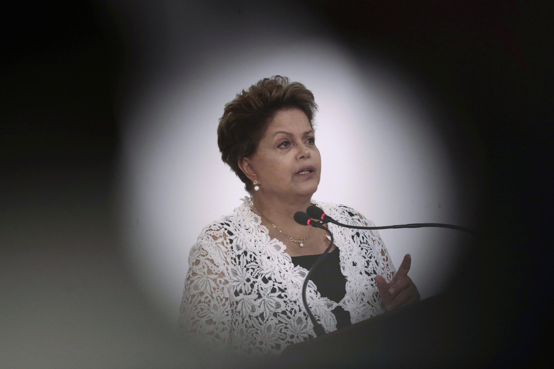 A presidente Dilma Rousseff em cerimônia de assinatura de contratos de concessão de rodovias federais, no dia 12 de março de 2014.