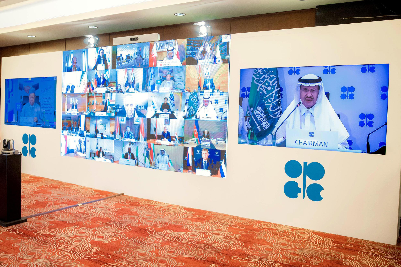 El ministro saudí de Energía, Abdulaziz bin Salman, participa en la reunión extraordinaria virtual de la OPEP el 9 de abril de 2020 en Riad