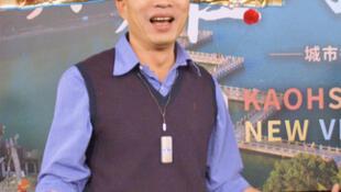高雄市長韓國瑜2019年1月25日就職滿月,他下午頭戴財神爺官帽受訪表示,覺得自己這一個月來老很多,臉上皺紋也比以前多許多。