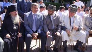 Анас-хаджи Пшихачев - председатель Духовного Управления мусульман КБР (третий слева) - убит 15.12.2010 года