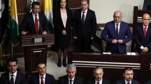 مسرور بارزانی، نخست وزیر اقلیم کردستان عراق، یک ماه پس از گزینش خود به این مقام، اعضای هیئت دولت خود را به پارلمان این اقلیم معرفی کرد و رای اعتماد نمایندگان را بدست آورد - ١٠ ژوئیه ٢٠١٩