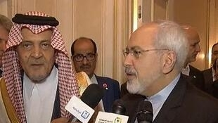 دیدار محمدجواد ظریف- وزیر امور خارجۀ ایران با شاهزاده سعود الفیصل- وزیر امور خارجۀ عربستان سعودی، در حاشیۀ اجلاس مجمع عمومی سازمان ملل متحد در نیویورک.  ٢٢ سپتامبر ٢٠١٤