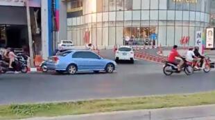Atirador tailandês se refugiou no shopping Terminal21, em Korat, depois de matar pelo menos 17 pessoas com uma metralhadora. (08/02/2020)