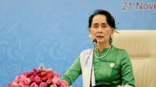 Cố vấn Nhà nước Miến Điện, Aung San Suu Kyi phát biểu trong buổi họp báo nhân cuộc họp ASEM, Naypyitaw, Miến Điện ngày 21/11/2017.