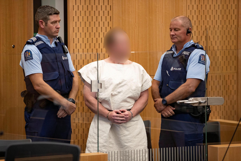 Brenton Tarrant,indiciado por assassínio entre dois polícias durante a audiência no Tribunal da Comarca de Christchurch .16 de Março nde 2019