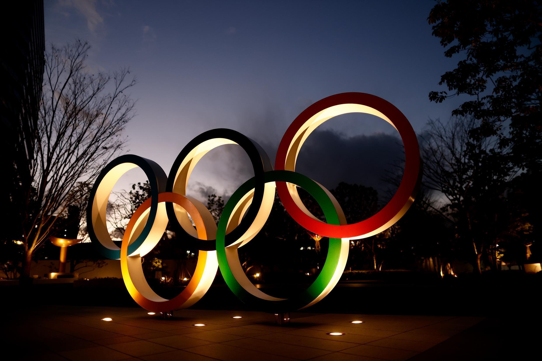 Les anneaux olympiques bien en place à proximité du stade national de Tokyo-2020, le 8 janvier 2021, à 200 jours des Jeux olympiques et paralympiques.