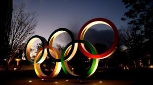 Les anneaux olympiques bien en place à proximité du stade national de Tokyo-2020, le 8 janvier 2021, à 200 jours des Jeux olympiques et paralympiques
