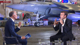 Tổng thống Pháp Macron trả lời kênh truyền hình TF1 từ tầu sân bay Charles de Gaulle, ngày 14/11/2018.