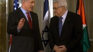 Waziri mkuu wa Israel, Benjamin Netanyahu akiwa na mwenzake rais wa mamlaka ya Palestina, Mahamoud Abbas