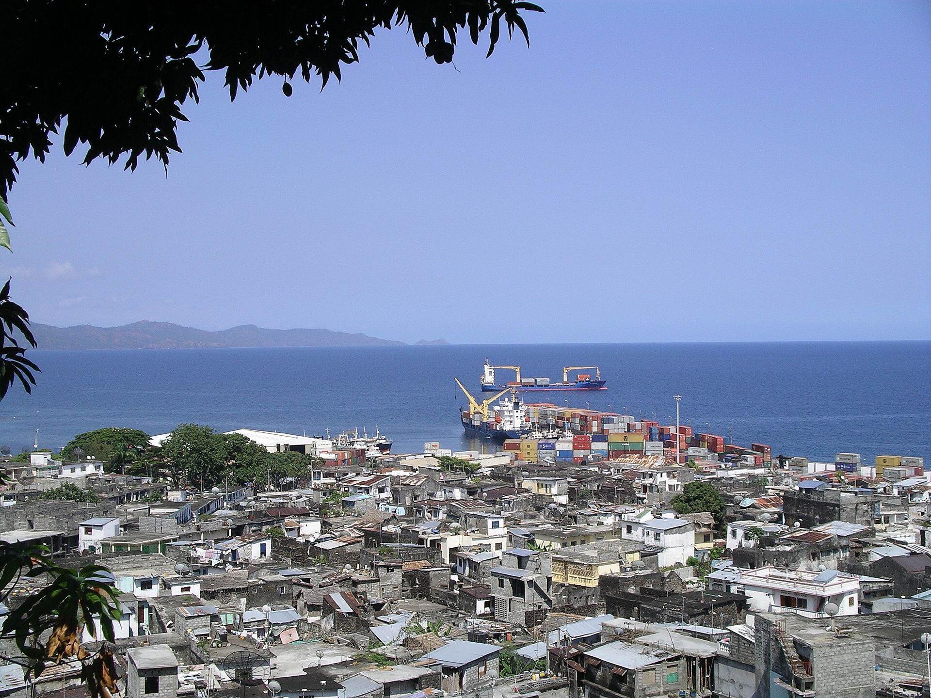 Vue aérienne de la ville de Moutsamoudou.