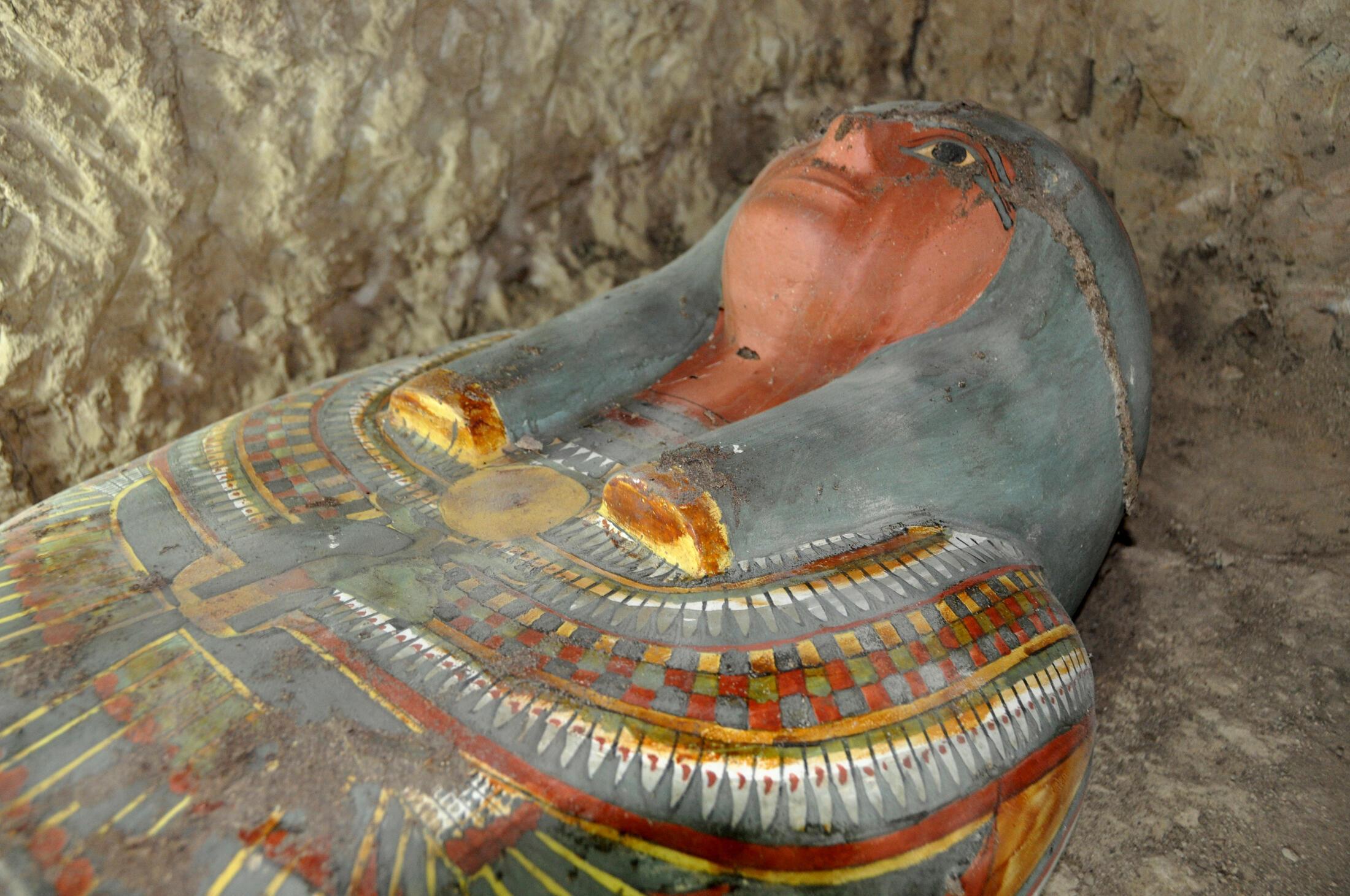 Le sarcophage a été découvert dans une tombe datant de 1074 à 664 av. J.C, près de la ville de Louxor, dans le sud de l'Egypte.