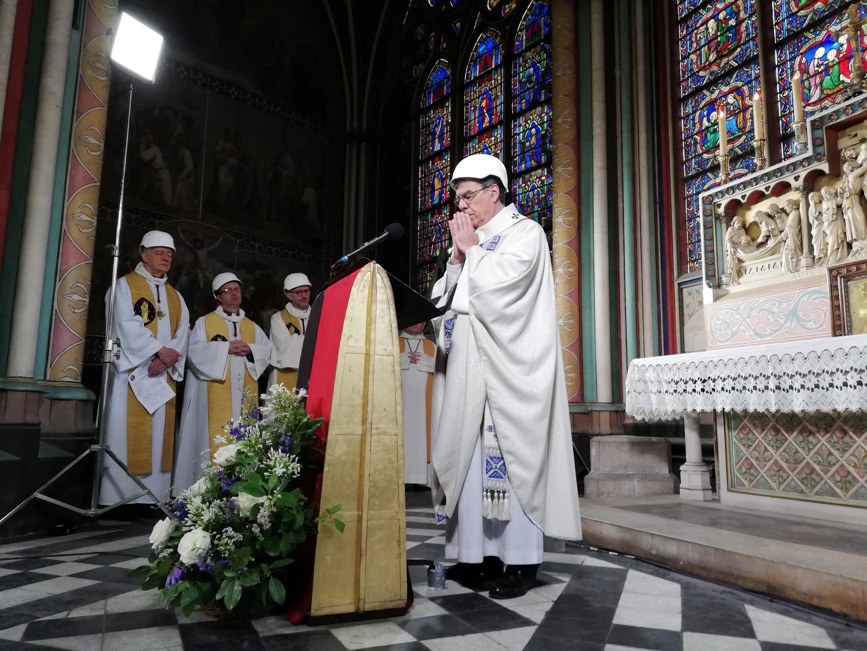 Архиепископ Парижа Мишель Опети на богослужении в Нотр-Дам де Пари 15 июня 2019