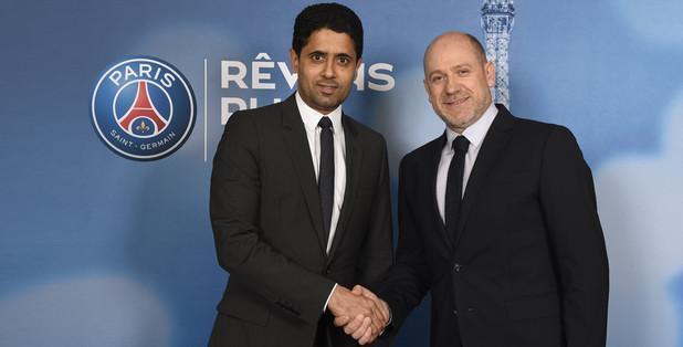 Antero Henrique, novo director desportivo do PSG, cumprimentando Nasser Al-Khelaifi, presidente do clube.