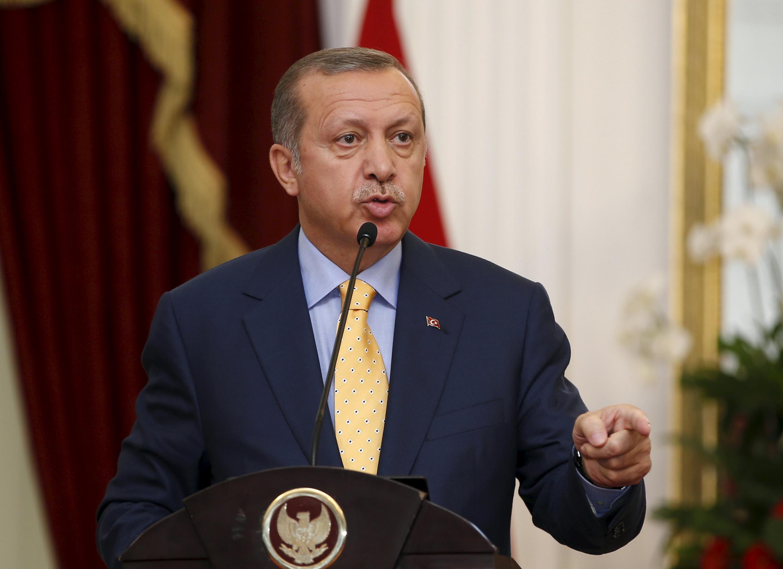 Le président turc Recep Tayyip Erdogan a promis mardi 11 août de poursuivre les bombardements «jusqu'à ce qu'il ne reste aucun terroriste». Ici, en visite à Jakarta le 31 juillet 2015.