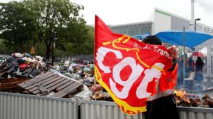 Đình công tại trung tâm xử lý rác ở Ivry-sur-Seine ngày 31/05/2016.