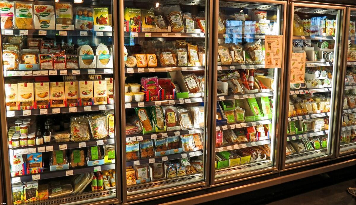 Một tủ bày bán thực phẩm chế biến trong siêu thị. Ảnh minh họa.