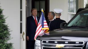 O Presidente português, Marcelo Rebelo de Sousa (D), à chegada para o seu encontro com o Presidente dos Estado Unidos da América, Donald Trump (E), que decorreu na Casa Branca, Washington, Estados Unidos, 27 de Junho de 2018.