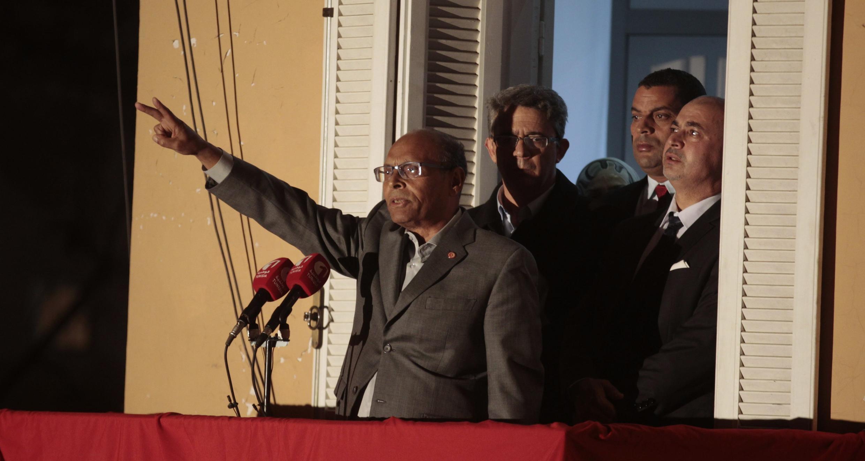 Depuis le balcon de son quartier général, ce mardi 23 décembre, Moncef Marzouki a appelé à la formation d'un «mouvement» pour «éviter le retour de la dictature».