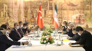 وزارت امور خارجه ترکیه هم در راستای سفر دو روزه محمدجواد ظریف به ترکیه در بیانیهای اعلام کرد:طی این دیدار، تمام جنبههای روابط دوجانبه مورد بحث قرار خواهد گرفت و بر سر مسائل منطقهای و بینالمللی تبادل نظر خواهد شد.