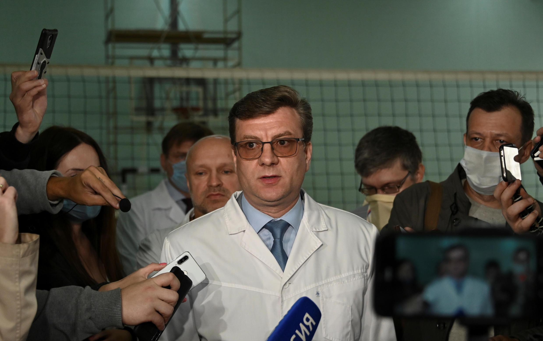 O diretor do hospital de Omsk, Alexandre Mourakhovski, conversou com a imprensa nesta sexta-feira (21) sobre o estado de saúde do opositor russo Alexei Navalny, que está internado na instituição.
