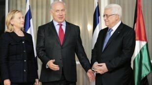 Hillary Clinton, Benjamin Netanyahu et Mahmoud Abbas à Jérusalem, le 15 septembre 2010.