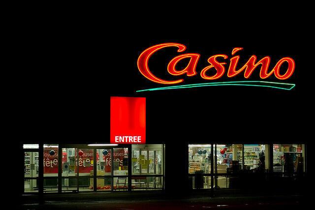 Fachada de loja do grupo Casino em Paris