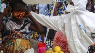 Stand d'un marché de Kinshasa, RDC, le 29 mai 2020.