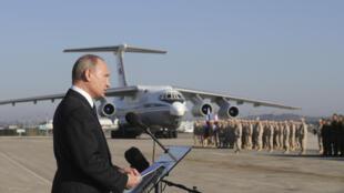 Владимир Путин на военной авиабазе Хмеймим, 11 декабря 2017.