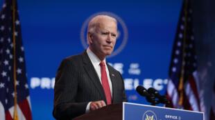 Ông Joe Biden họp báo sau cuộc gặp trực tuyến với ban chấp hành Hiệp Hội các Thống Đốc Quốc Gia (National Governors Association) ở nhà hát Queen Theater, ngày 19/11/2020 tại Wilmington (Delaware - Hoa Kỳ).