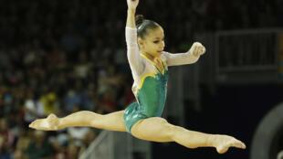 A caçula da delegação brasileira em Toronto, Flávia Saraiva, de 15 anos e apenas 1,33 m, levou a medalha de bronze na ginástica artística.