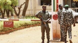 Depuis le coup d'Etat, les habitants se plaignent des abus des forces de l'ordre.