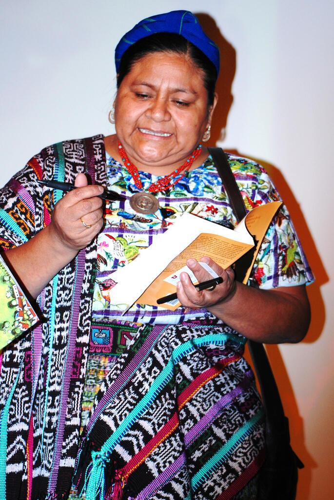 El padre y el tío de la líder indígena guatemalteca Rigoberta Menchú figuran entre las víctimas de esta masacre.