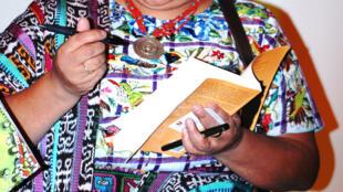 Rigoberta Menchu, prêmio Nobel da paz de 1992, critica os acordos de Paz da Guatemala assinados em 1996.