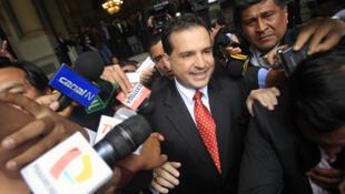 Omar Chehade,  segundo vice presidente de Perú, a la salida del Congreso el 8 de noviembre de 2011.