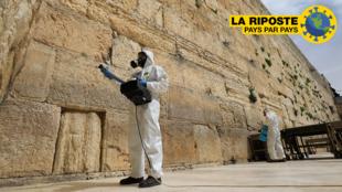 À Jérusalem, désinfection du Mur occidental, le lieu le plus saint où les Juifs peuvent prier, le 31 mars 2020.