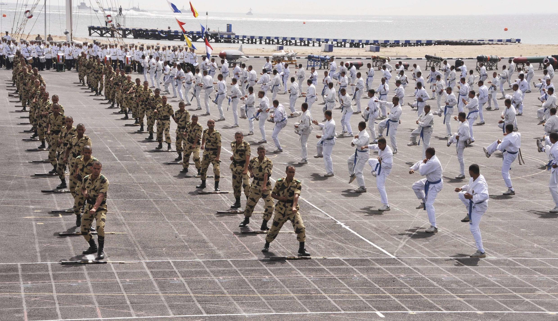 Défilé au Caire des jeunes diplômés des académies militaires de l'aviation et de la navale devant le président Abdel Fattah al-Sissi. 19 juin 2014.