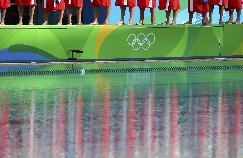 Перед матчем по водному поло между женскими сборными Китая и Венгрии, 9 августа, Рио-де-Жанейро