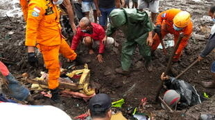 2021-04-05T112659Z_1360449134_RC2MPM9UMJVH_RTRMADP_3_INDONESIA-FLOODS