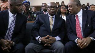 Walter Onnoghen a tsakiya a gaban zauren Kotun Kula da Da'ar Ma'aikata ta Najeriya a Abuja