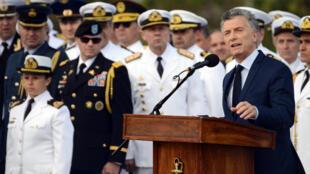 El presidente Macri durante la ceremonia para conmemorar el primer aniversario de la desaparición del 'ARA San Juan'.