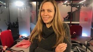 Sandra Kogut cineasta brasileira nos estúdios da RFI
