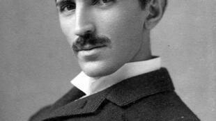 នីកូឡា តេសឡា (Nikolas Tesla) នៅឆ្នាំ១៨៩០